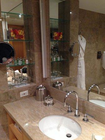 SoHo Metropolitan : Stunning marble bathroom