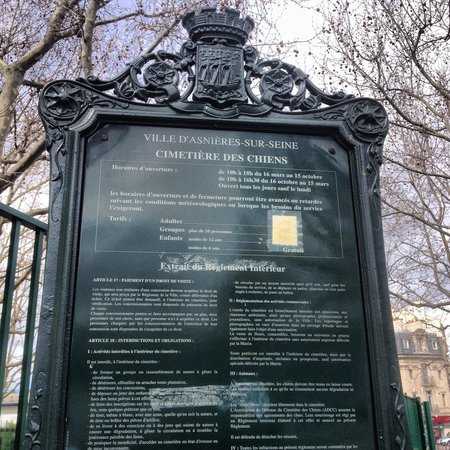 Cemetery of the Dogs (Cimetiere des Chiens): Dog cemetery Paris