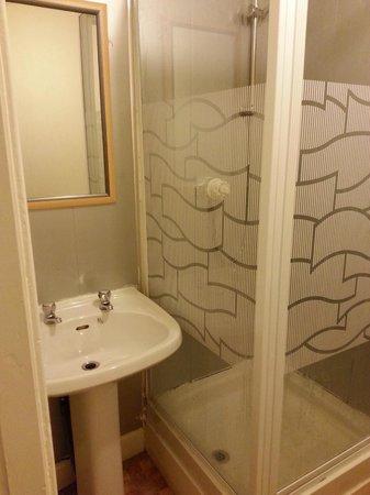 St. Enoch Hotel: shower