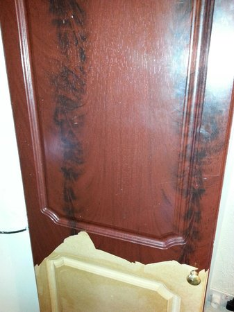 St. Enoch Hotel: Wardrobe door maybe in mid renovation?