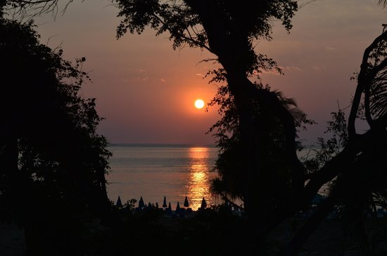 Thavorn Palm Beach Resort: Fantastic sunset