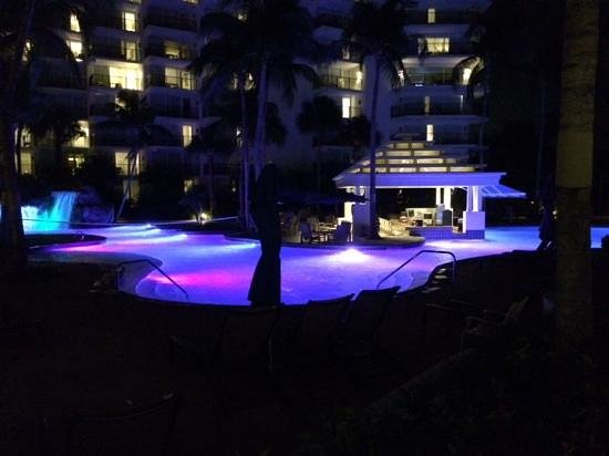 Aruba Marriott Resort & Stellaris Casino: Pool at night