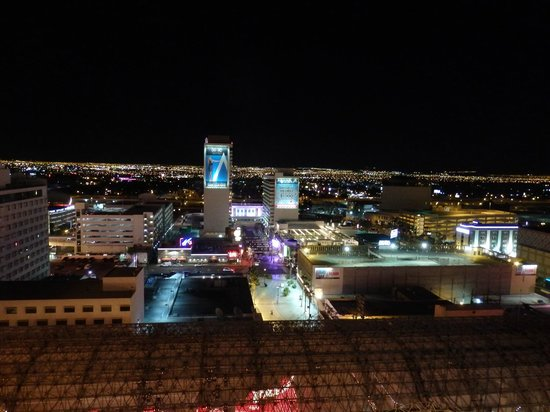 Four Queens Hotel and Casino: A view from our 17th floor room