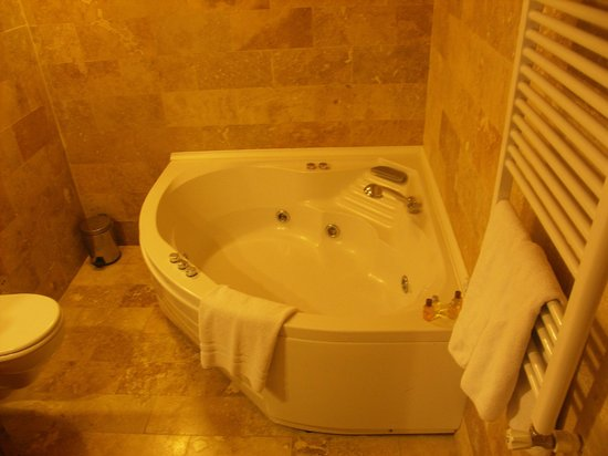 Anatolian Cave Hotel: 清潔感のあるバスルーム