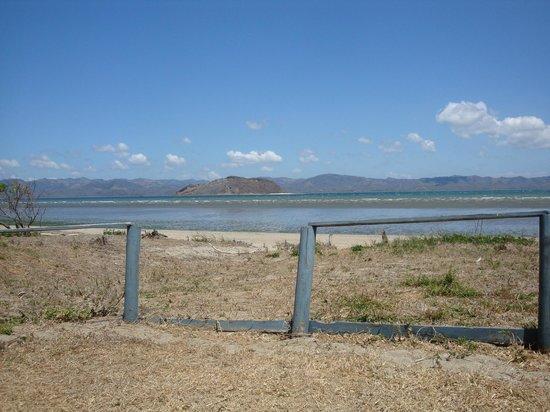 Ecoplaya Beach Resort : Questo e' l' accesso al mare. Di fronte l' isola Bolanios