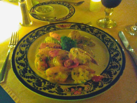Cuna Del Angel: Chef's special! Delicious. Seabars with shrimps.