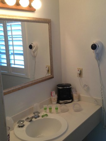 Blue Marlin Motel: Bathroom