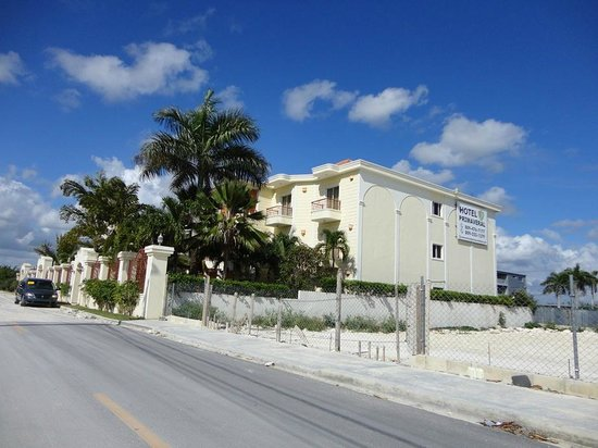 Hotel Primaveral: Fachada del hotel