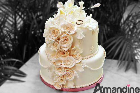 gâteau de mariage / fleurs en pâte à sucre. 100% fait main
