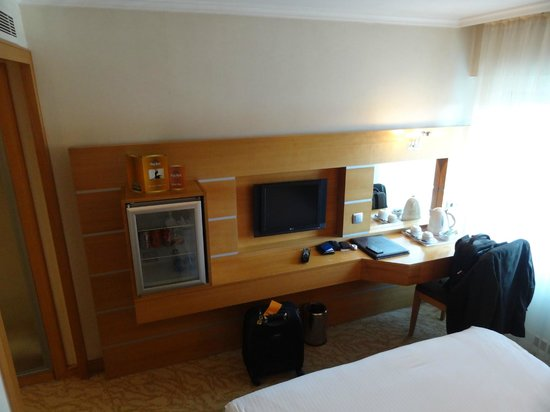 Ankara Plaza Hotel: Room Desk