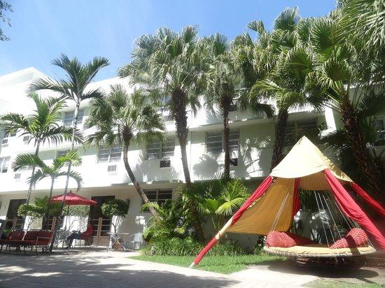 Dorchester Hotel : Dorchester patio