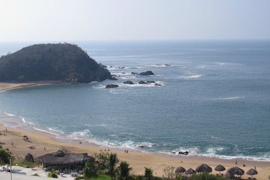 Secrets Huatulco Resort & Spa: I THINK this was the view from our room in Building One...