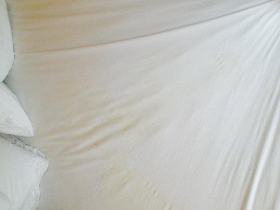 Residence Inn Tustin Orange County: Soiled linens