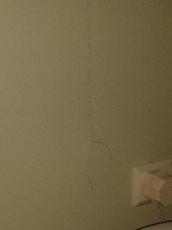 Hotel Birger Jarl : Sprickor i tapeten