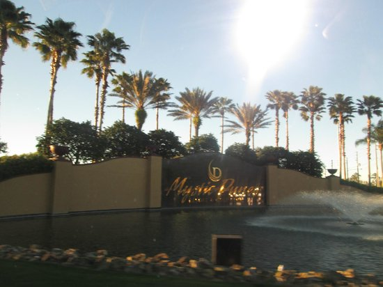 Mystic Dunes Resort & Golf Club: Entrance