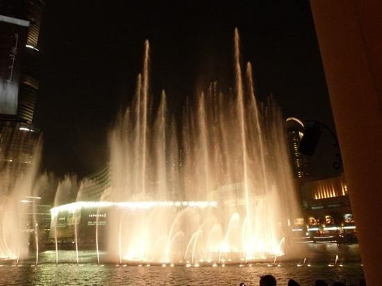 The Dubai Fountain: Dubai Fountain