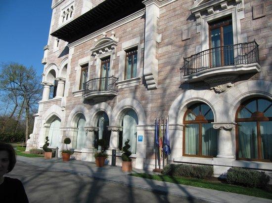 Castillo del Bosque la Zoreda: Hotel y alrededores