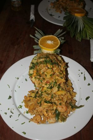 Hotel Maya Luna: shrimp-stuffed pineapple