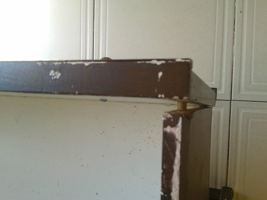 Mediterraneo Apartments: drawer coming apart