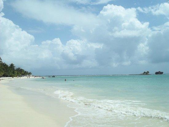 Rocky Cay : Playa frente a cayo rocoso