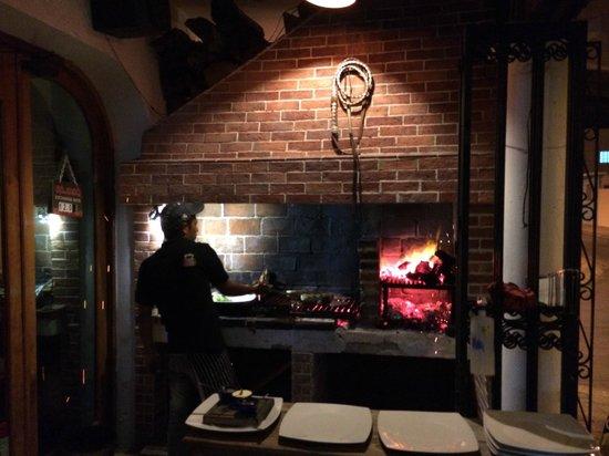 Al Pie de Carbon: A view of the outdoor grill.