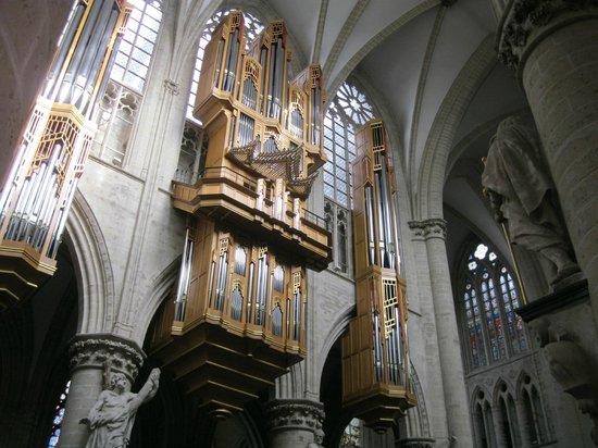 Cathédrale Saints-Michel-et-Gudule de Bruxelles : Собор Святых Михаила и Гудулы в Брюсселе