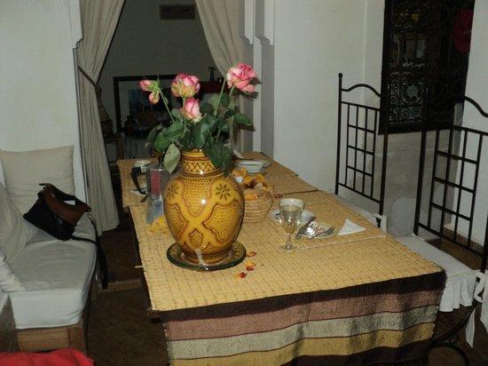 Riad Diarna: Table du petit déjeuner