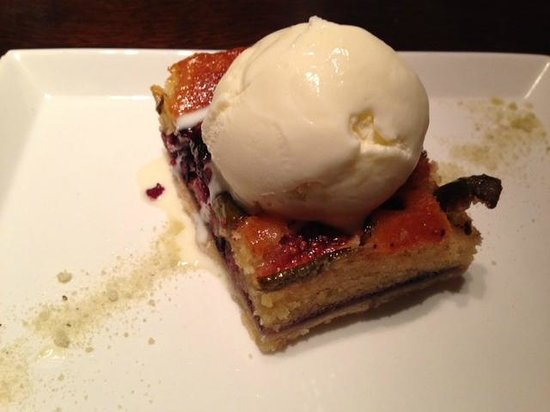 The Alchemist : Blueberry and fig sponge