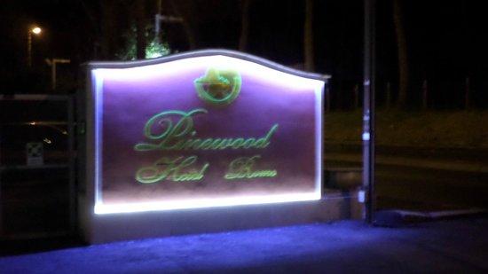 Pinewood Hotel : cartello