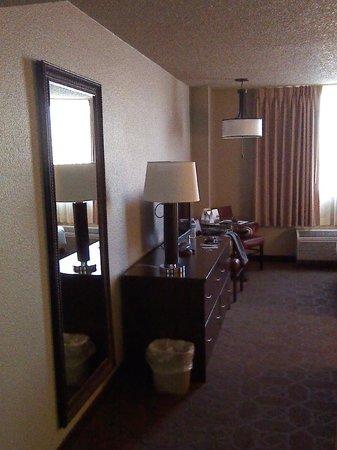 Edgewater Hotel & Casino: dresser