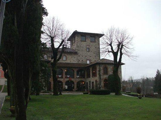 Hotel Castello Di Casiglio: The entrance