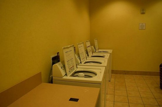 Signature at MGM Grand: Laundry room (Washer)