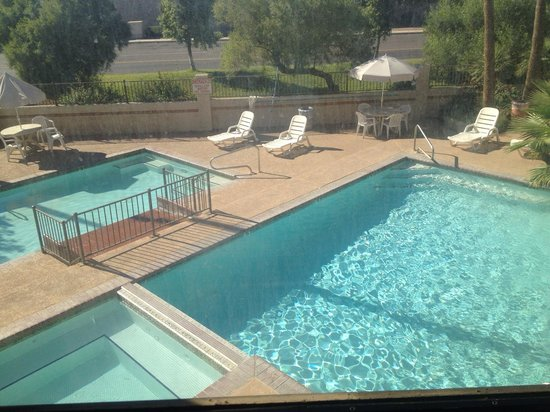 Days Inn & Suites Tempe: Closer view on wet area.