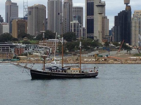 Convict, Castles and Champagne Tour : Tall ship used for the tour