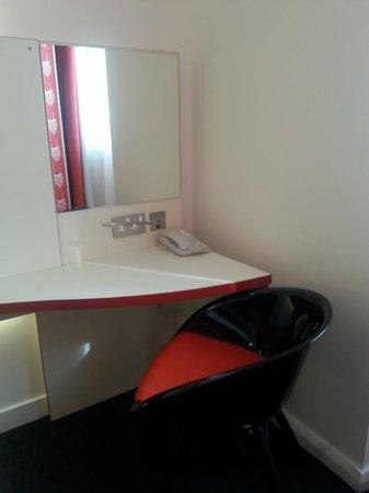 Ibis Styles Liverpool Centre Dale Street: Desk