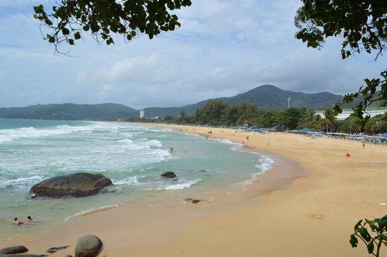 Marina Phuket Resort : Вид на пляж Карон