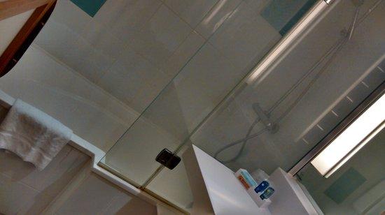 Novotel London Waterloo: Bathroom
