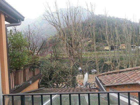 Hotel Don Abbondio: Vista dal terrazzino della camera.