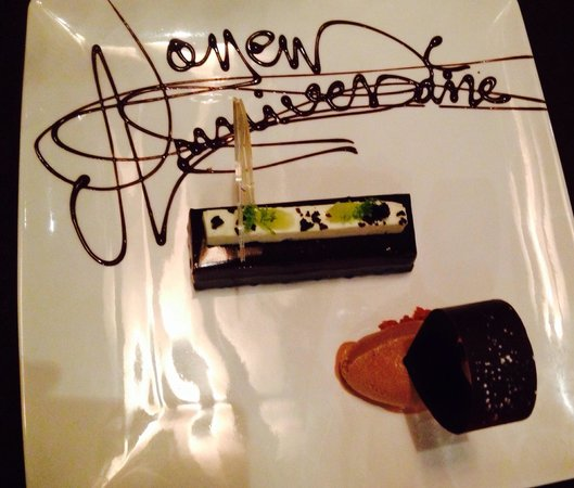 Les 5 Sens : Dessert. Très bon si on aime le chocolat. Gentille attention de la part de l'équipe, Merci