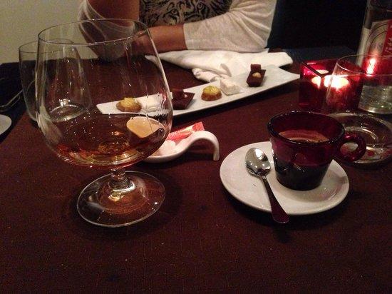 Les 5 Sens : Café, armaniac et mignardises (très copieux !!!!!)
