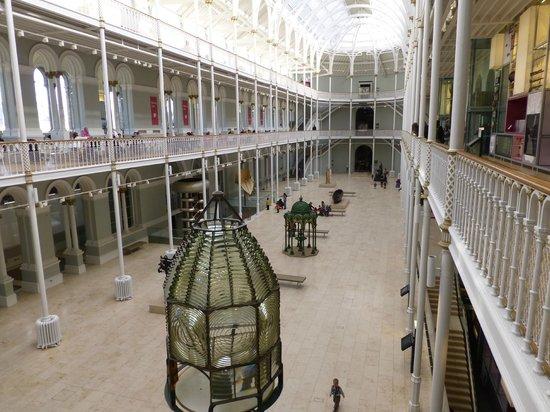 National Museum of Scotland: La galerie centrale