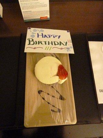 Distrikt Hotel New York City: Birthday card and cheesecake :)