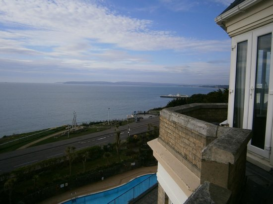 Hallmark Hotel Bournemouth Carlton: View from our room towards pier and Sandbanks