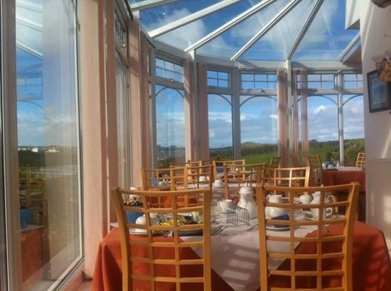 The Windward Hotel: breakfast room