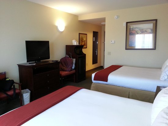 Holiday Inn Express & Suites Lexington NW-The Vineyard: double bed
