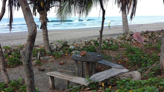 Rancho Esperanza: sitting area on beach