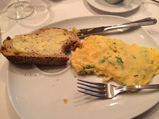 Hotel Keizershof: Dutch Omelete and Home Baked Bread