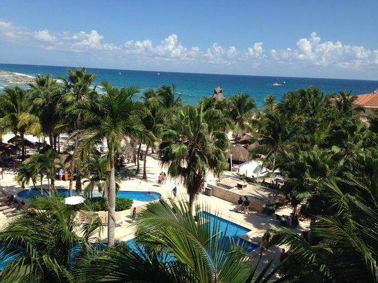 Dreams Puerto Aventuras Resort & Spa: View of family pool and ocean