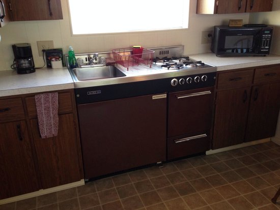 Redwood Suites : Kitchen