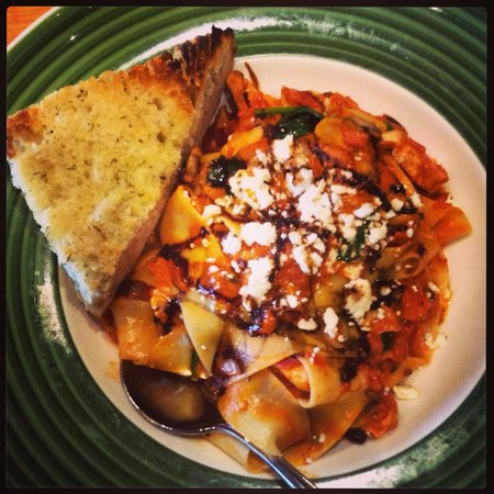 Chad's West Coast Grill and Bar : Tuscan Chicken pasta